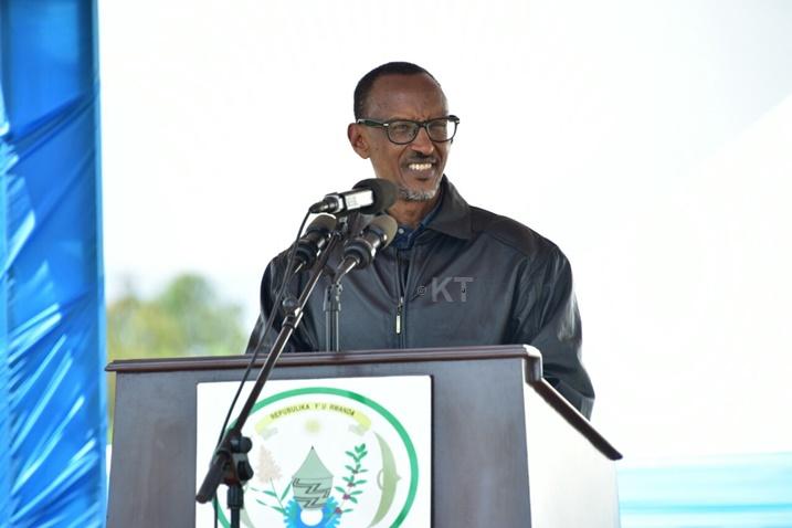 kagame_yizeje_abaturage_amajyambere_abasaba_gukora_cyane_buri_wese_icyo_ashoboye