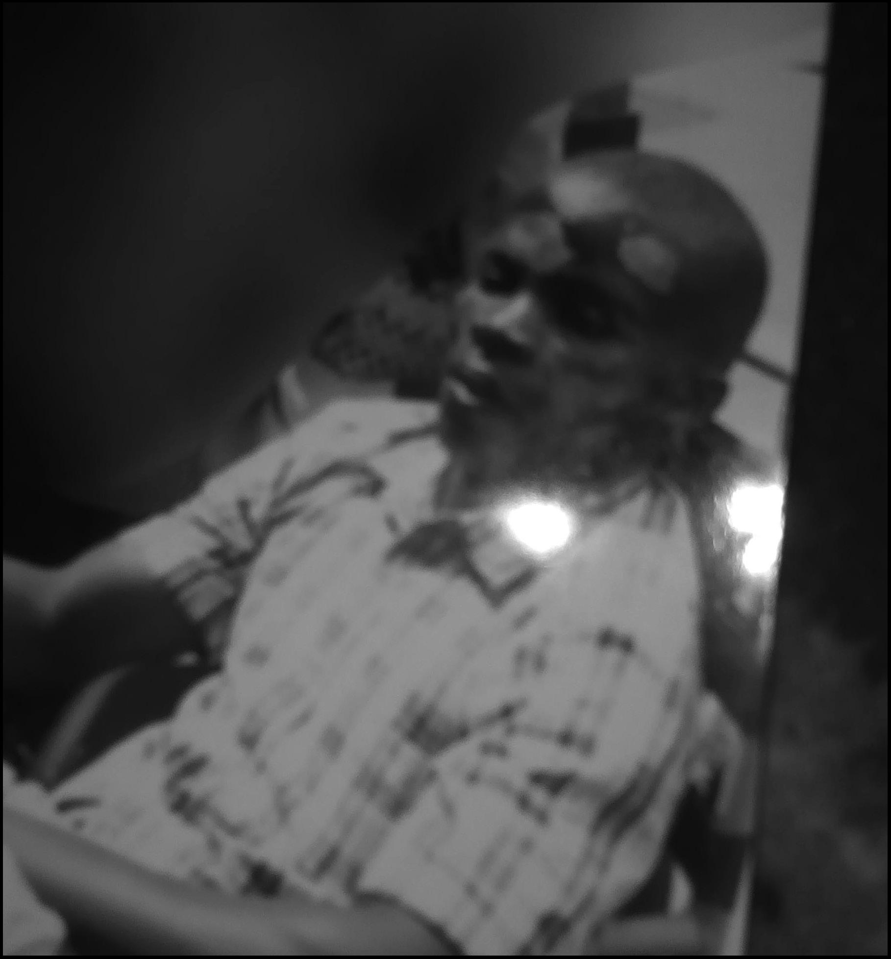 Uyu  itangishaka yahiriye mw'iduka rya Ndanyuzwe none asaba indishyi z'akababaro[photo archieves]