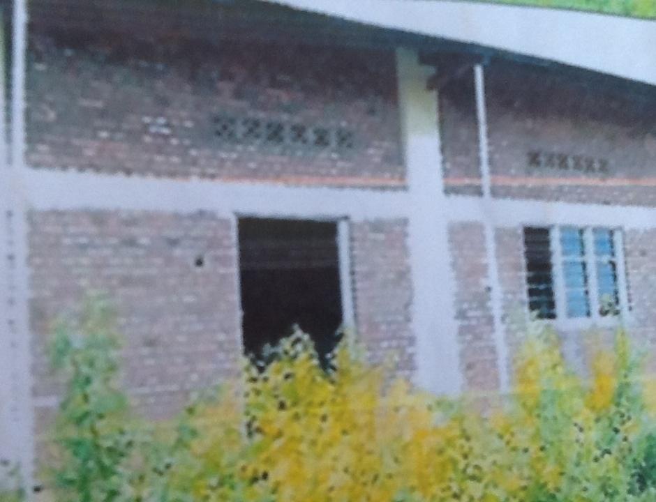 Icyari ikigo gitanga ubumenyi ku bana b'u Rwanda pasiteri Karimbanyi ndetse na Karake baragisenye bashyiraho urusengero[photo archieves]