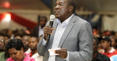 Amasambu mu ntara y'Amajyaruguru akomeje kuzana ibibazo kuko ubuyobozi burebera ntibubikemure.