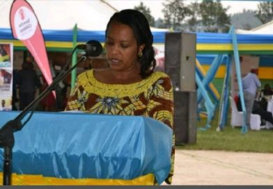 "Nyamagabe: ""Iyo usomye wunguka ubumenyi, wa kwandika ukabusangiza abandi"":Minisitiri Nyirasafari Esperance"