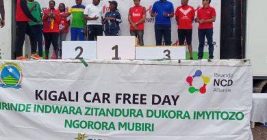 Kigali: Abitabiriye amarushanwa yo kwiruka ya Airtel Rwanda barishimira ibihembo bahawe n'iyi sosiyeti