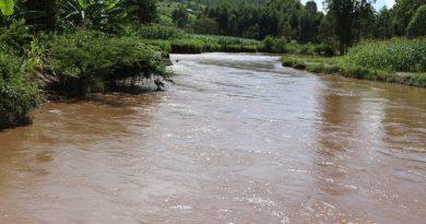 Ntabikorwa byemerewe gukorerwa kubutaka buri kuri metero 50 uvuye ku nkombe z 'ibiyaga