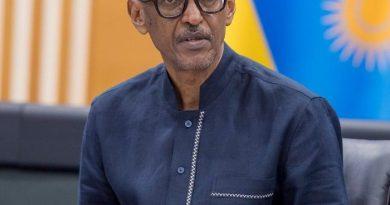 Abakunzi b'umupira w'amaguru baratabaza Perezida Kagame Paul kuko APR fc ishenye Rayon sports.